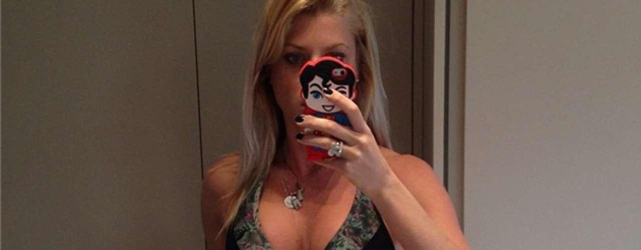 A modelo e apresentadoraCaroline Bittencourt postou foto com roupa de academia, antes de malhar, nesta quarta-feira (21):\