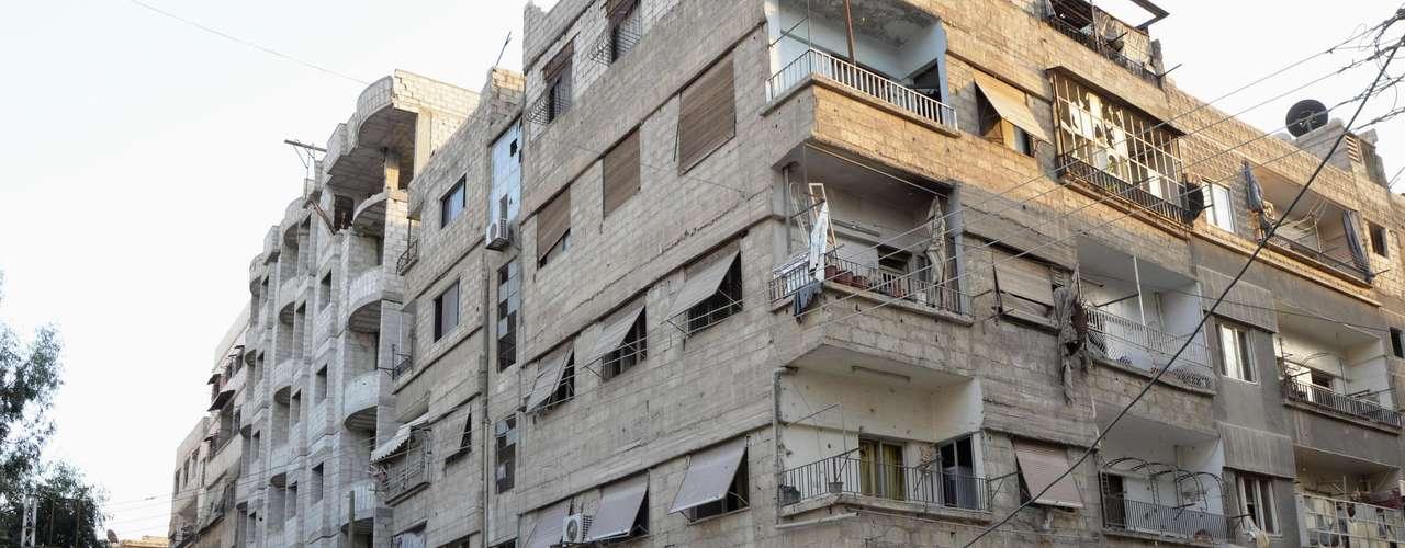 Imagem mostra a área de Ain Tarma, no subúrbio de Damasco, deserta após o ataque químico que deixou centenas de mortos na quarta-feira. Opositores do governo sírio denunciaram que forças realizaram um ataque químico que matou homens, mulheres e crianças enquanto dormiam