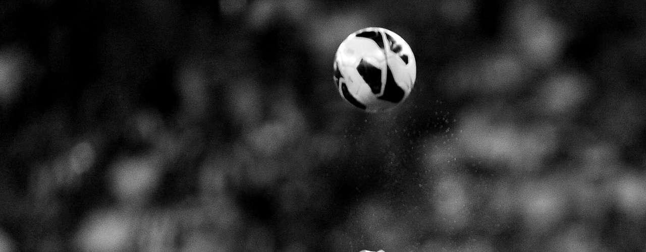 Botafogo e Atlético-MG realizaram nesta quinta-feira, no Rio de Janeiro, um aguardado confronto entre líder do Campeonato Brasileiro e atual campeão da Libertadores. No duelo alvinegro, válido pela ida das oitavas de final da Copa do Brasil, terminou com vitória por 4 a 2 dos cariocas. Veja, em imagens em preto e branco, alguns detalhes da partida: