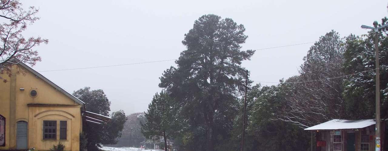 27 de agosto - Neve em Caxias do Sul, na serra gaúcha, foi intensa