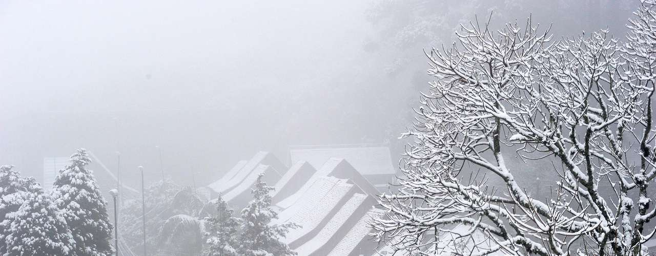 27 de agosto - Segundo a secretaria de Turismo de Caxias do Sul (RS), a queda de neve ocorrida entre a noite de segunda e a manhã de terça-feira é a maior em 20 anos
