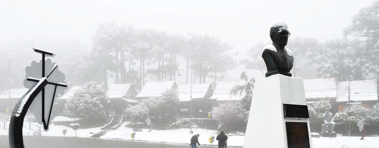 27 de agosto - Queda de neve registrada em Caxias do Sul, na serra gaúcha, é a maior em 20 anos, diz secretaria de Turismo