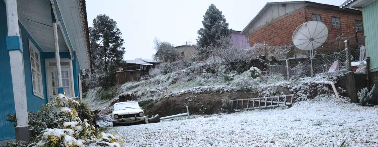 27 de agosto -Cidade de São Joaquim (SC) amanheceu coberta de neve