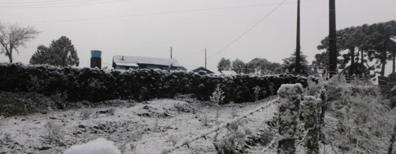 27 de agosto - Neve caiu em grande intensidade em São Joaquim (SC) entre a segunda e a terça-feira