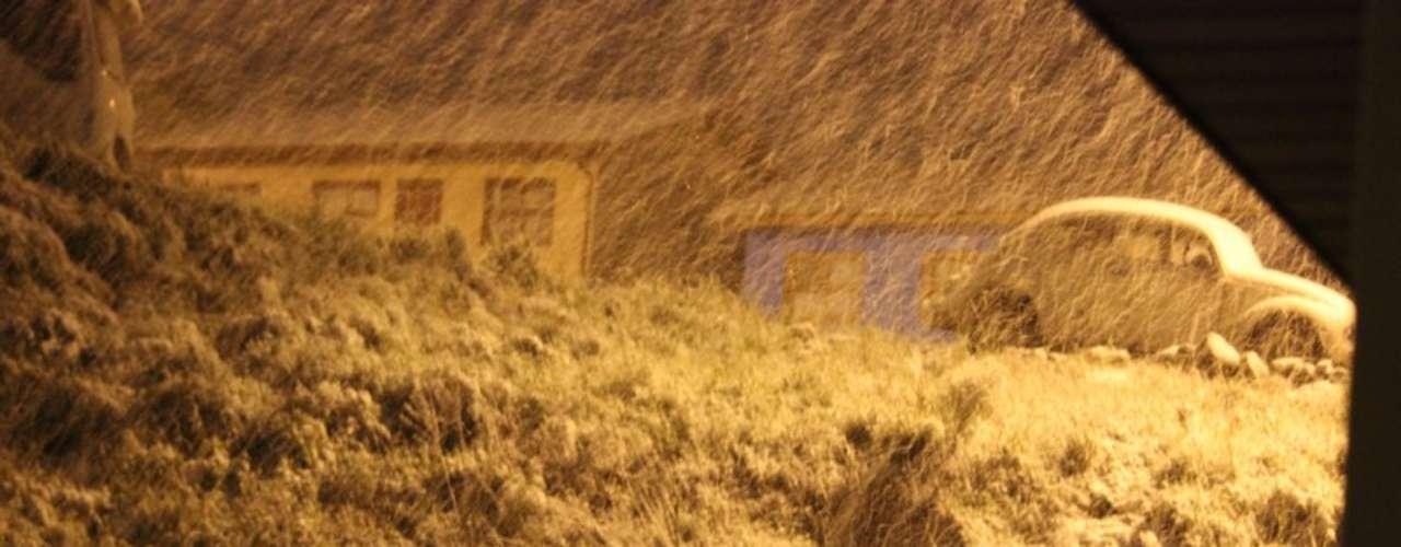 27 de agosto - Neve que caiu em São Joaquim, Santa Catarina, foi o suficiente para acumular
