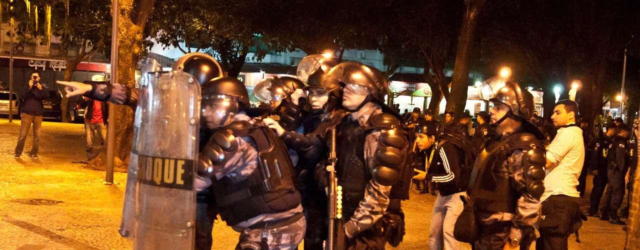 27 de agosto - Tropa de Choque monitora movimentação de manifestantes no Largo do Machado, no Rio