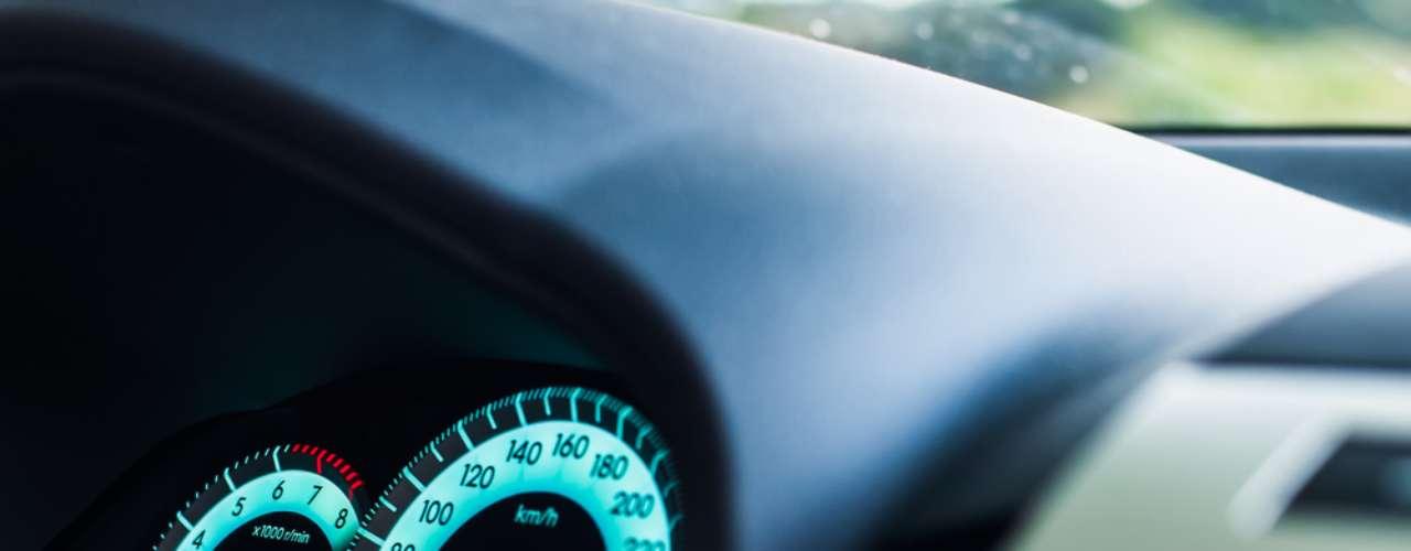Não se deve abusar de altas rotações e velocidades com o carro frio