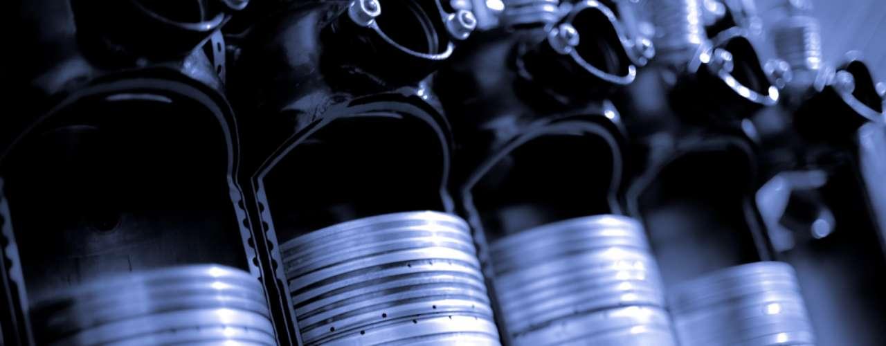 Esquentar o motor antes de sair com o carro era comum nos carros antigos por causa de problemas na precisão dos ajustes e na eficiência das bombas de óleo e combustível