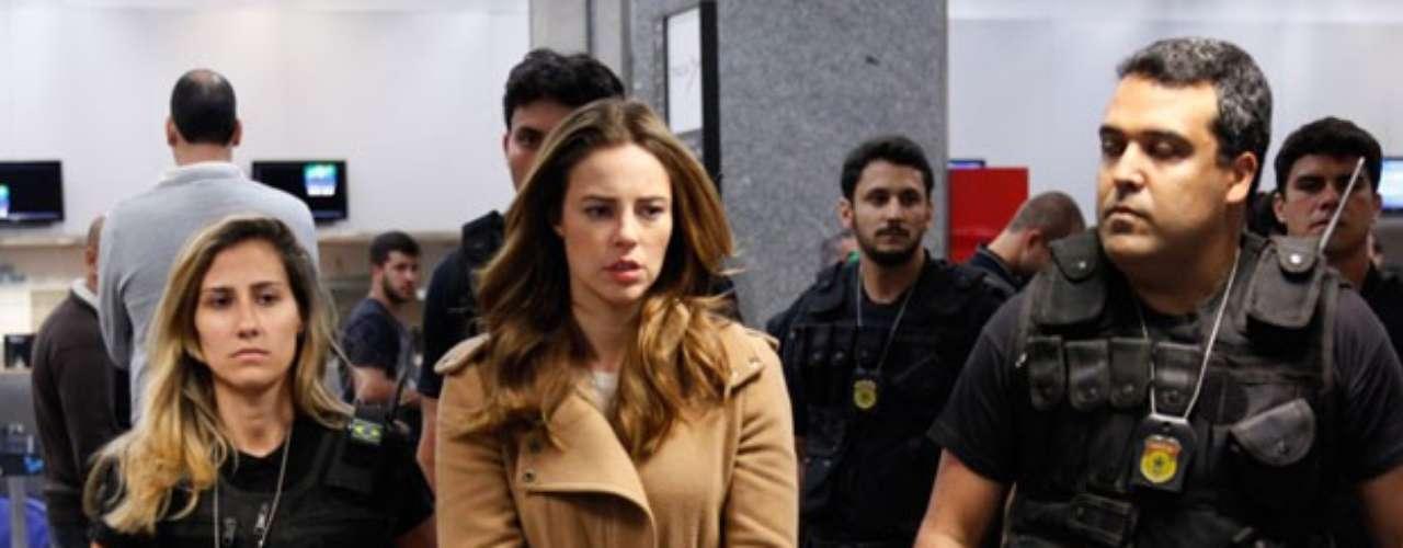 Paolla Oliveira, Malvino Salvador, Klara Castanho, Juliano Cazarré e Maria Maya gravaram as cenas em que Paloma vai presa, em um aeroporto do Rio de Janeiro