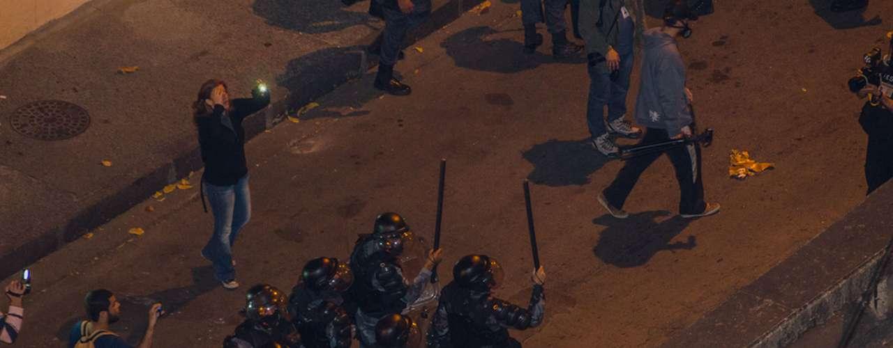 27 de agosto -O público que protesta pede a saída de Cabral do governo, e pede informações sobre o pedreiro Amarildo de Souza