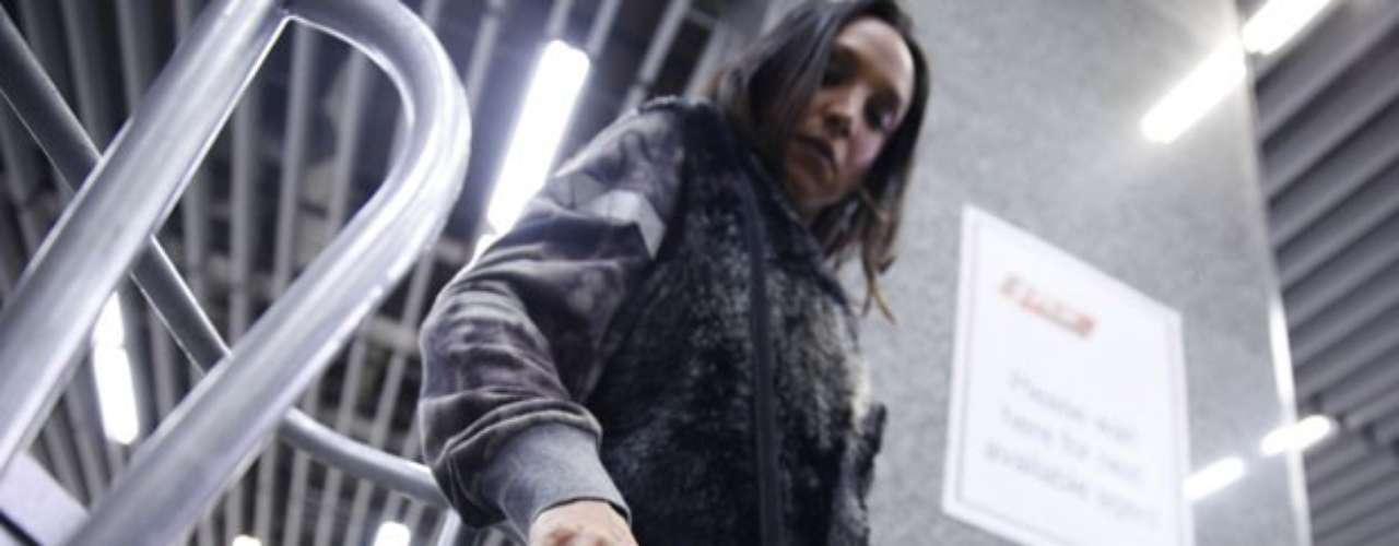 Alejandra (Maria Maya) leva uma surra de Paloma (Paolla Oliveira) no resgate de Paulinha (Klara Castanho) e não vai deixar barato. A boliviana dá um jeito de aparecer no aeroporto e coloca droga na mochila da médica
