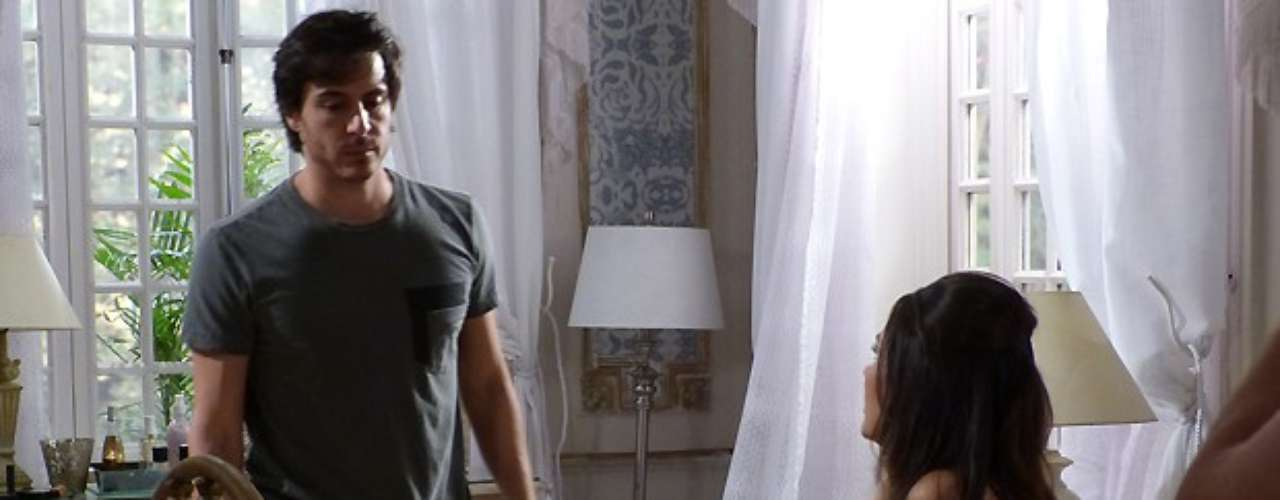 Em mais uma tentativa de transar com Thales, Leila vai usar o mesmo perfume de Nicole