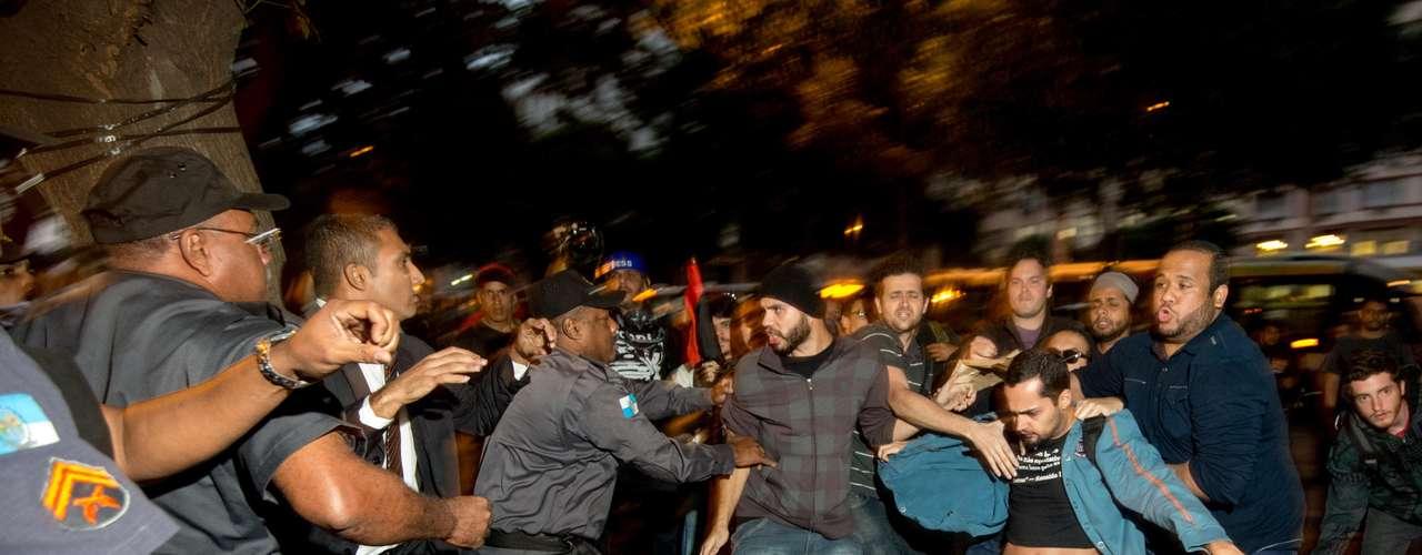 6 de setembro -Manifestantes e PMs entraram em conflito em protesto no centro do Rio de Janeiro nesta sexta-feira