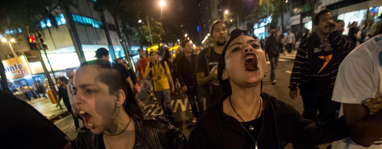 6 de setembro -Manifestantes realizaram passeata e fecharam a avenida Rio Branco, no centro do Rio de Janeiro