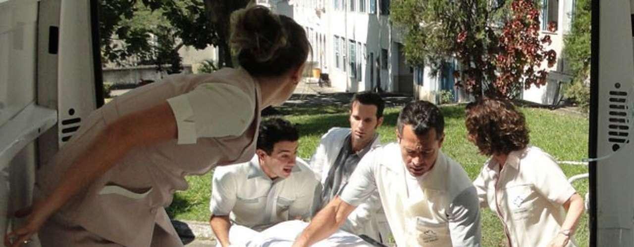 Com a ajuda de vários amigos, Bruno (Malvino Salvador) começa a colocar em prática o plano para resgatar Paloma (Paolla Oliveira) da clínica psiquiátrica. Enquanto Lutero (Ary Fontoura) distrai a diretora do estabelecimento, a pediatraé retirada do local com uma ambulância