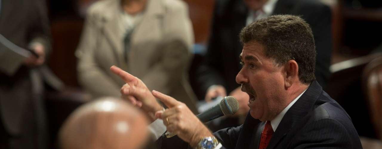 10 de setembro - Articulador do projeto, deputado Paulo Melo (PMDB) defende a proibição dos \