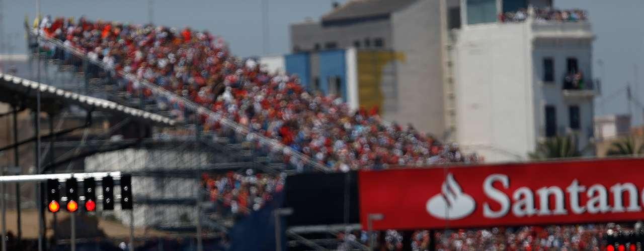 Fórmula 1 em 2014: GANHA Com a disputa entre Fernando Alonso e Kimi Raikkonen na Ferrari em 2014, a categoria tende a ganhar uma disputa muito emocionante, capaz de atrair a atenção do público para algo além de Sebastian Vettel e da própria Red Bull.