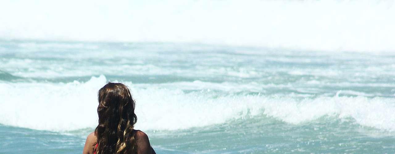 12 de setembro -Mulher aproveita elevação na temperatura no Rio de Janeiro para se banhar na praia de Ipanema. A máxima prevista para esta quinta, segundo a Climatempo, é de 32 °C