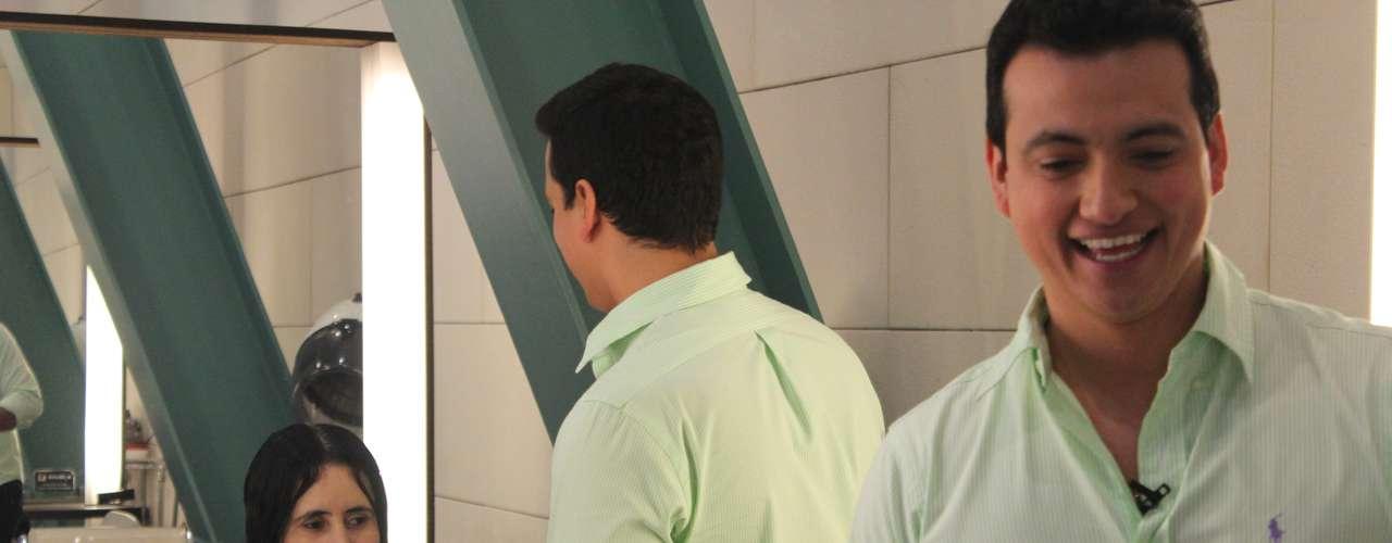 Rodrigo tirou o peso do cabelo de Valéria e valorizou o corte, que foi especialmente pensado para quem tem fios alisados por procedimentos químicos, caso da funcionária pública