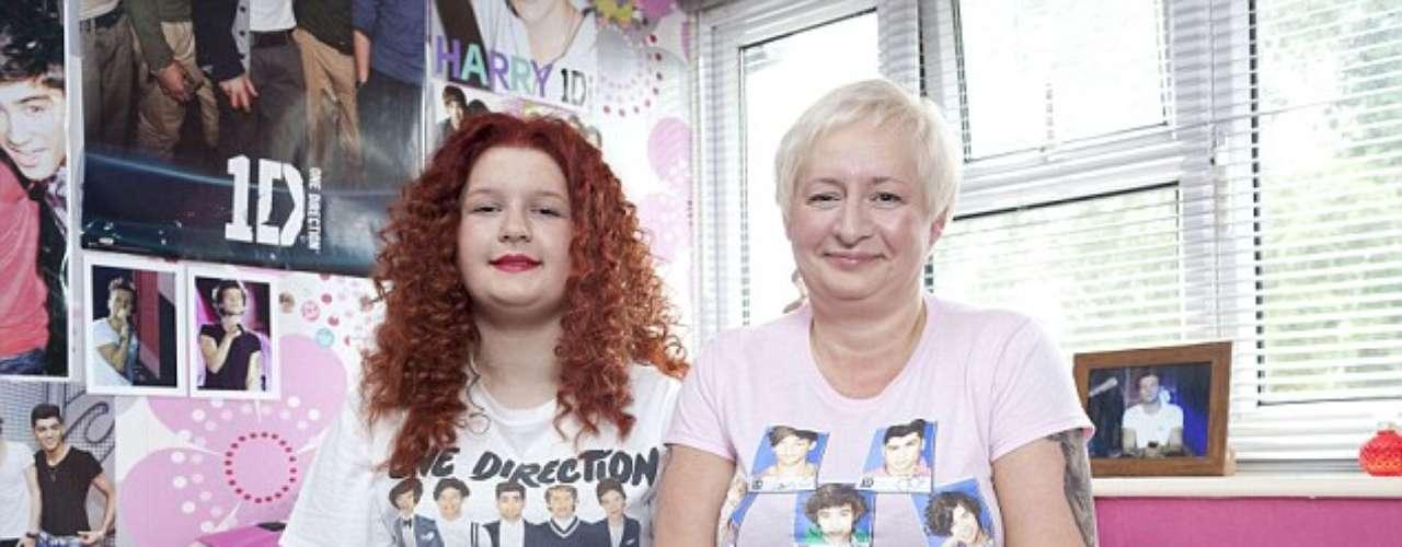 Jayne Bailey, 47, tem 20 tatuagens em homenagem à banda One Direction, feitas desde que o grupo adolescente participou de um reality show em 2010