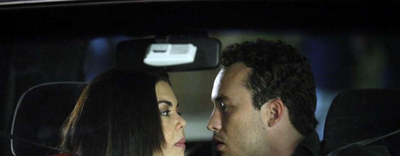 Pérséfone e Daniel se beijam em Amor à Vida. O beijo deixa a enfermeira sonhando com o amigo