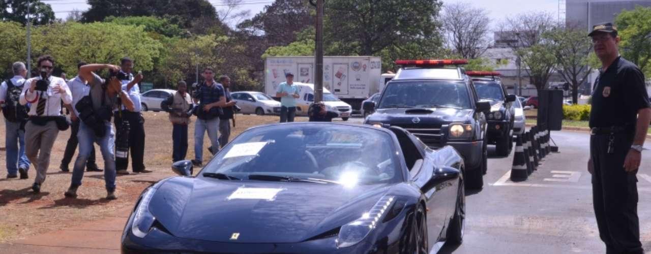 Ferrari apreendida está avaliada em mais de R$ 1,9 milhão