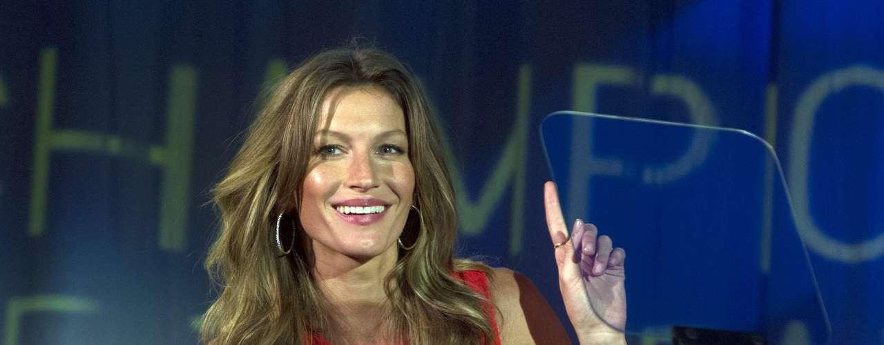 Modelo brasileira Gisele Bündchen foi a apresentadora da premiação