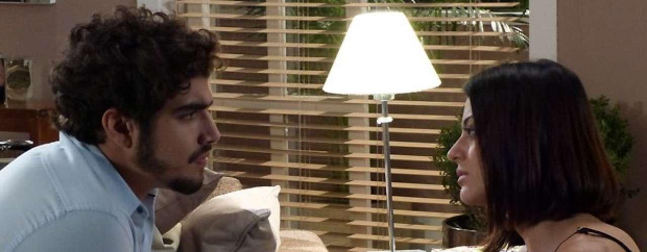 Ao chegar ao apartamento, Silvia mente para Michel e diz que está tudo bem. O médico, então, começa a dar as más notícias: eu vou esperar você tirar o nódulo e te dar todo o apoio. Mas eu já vou procurar um flat para mim. Eu continuo apaixonado pela Pat