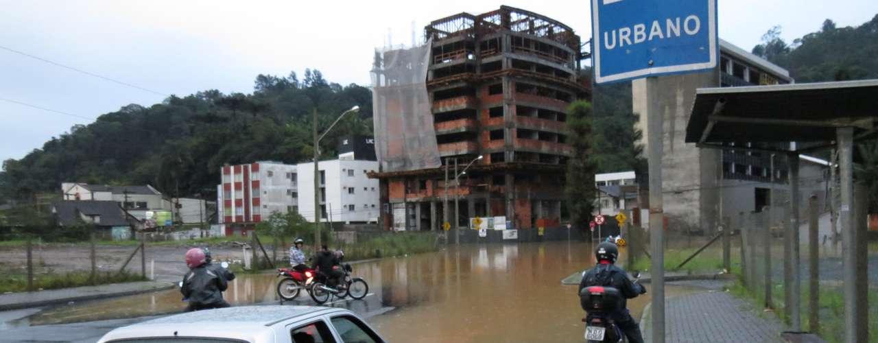 23 de setembro - Levantamentofeito pela Defesa Civil de Santa Catarinaaponta que 70 cidades foram prejudicadas pelas enchentes