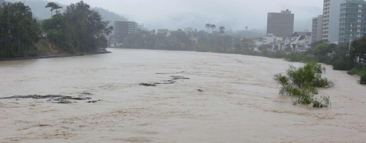 23 de setembro - Subiu para 20,5 mil o número de pessoas afetadas pelas chuvas que atingem Santa Catarina