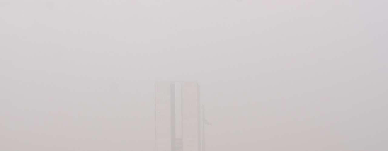 24 de setembro - Brasília registra chuva forte após um longo período de seca e elevadas temperaturas. Em alguns pontos da cidade, o temporal causou transtornos