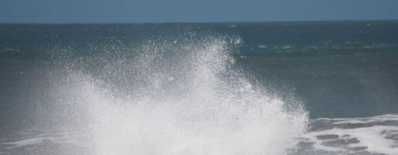 26 de setembro -Ondas de três metros dificultaram a navegação na costa catarinense