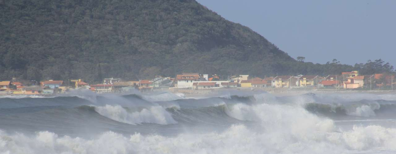 26 de setembro -Praias de Florianópolis tiveram mar agitado nesta quinta-feira