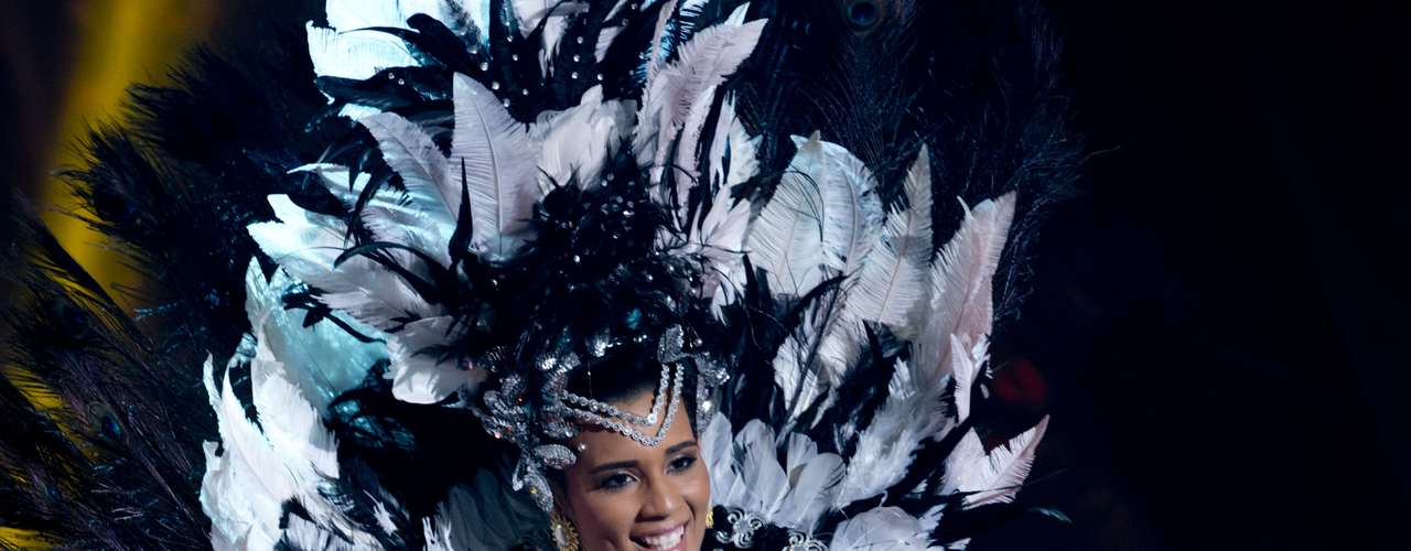 No início desta sexta-feira (27), as 27 candidatas ao título de Miss Brasil 2013 participaram de um momento muito tradicional nos concursos de beleza: o desfile de trajes típicos. O evento aconteceu no Minas Centro, em Belo Horizonte, e contou com as torcidas de cada estado.Na foto, a Miss Maranhão