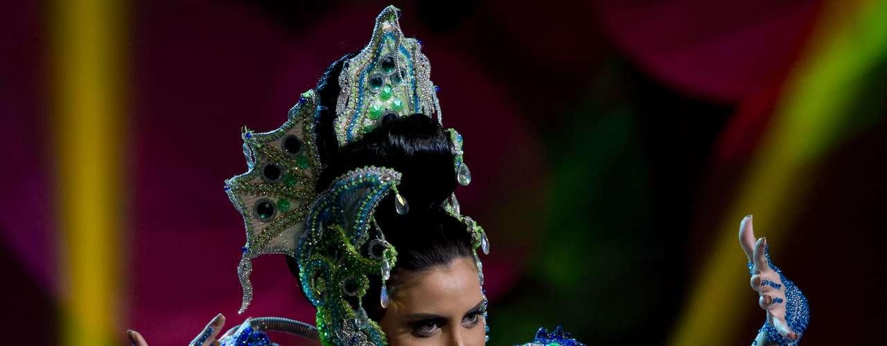 No início desta sexta-feira (27), as 27 candidatas ao título de Miss Brasil 2013 participaram de um momento muito tradicional nos concursos de beleza: o desfile de trajes típicos. O evento aconteceu no Minas Centro, em Belo Horizonte, e contou com as torcidas de cada estado.Na foto, a Miss Pará