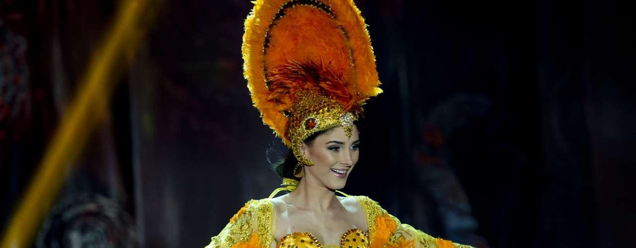 No início desta sexta-feira (27), as 27 candidatas ao título de Miss Brasil 2013 participaram de um momento muito tradicional nos concursos de beleza: o desfile de trajes típicos. O evento aconteceu no Minas Centro, em Belo Horizonte, e contou com as torcidas de cada estado.Na foto, Miss Roraima