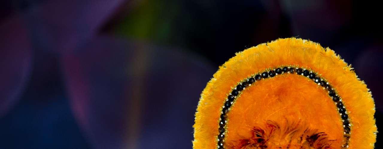 No início desta sexta-feira (27), as 27 candidatas ao título de Miss Brasil 2013 participaram de um momento muito tradicional nos concursos de beleza: o desfile de trajes típicos. O evento aconteceu no Minas Centro, em Belo Horizonte, e contou com as torcidas de cada estado. Na foto, Miss Roraima
