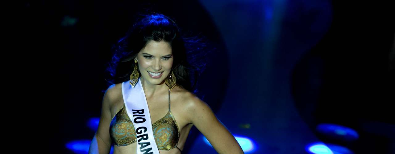 Realizado pela primeira vez em Belo Horizonte, o Miss Brasil 2013 foi realizado neste sábado (28). Na foto, o desfile de biquíni