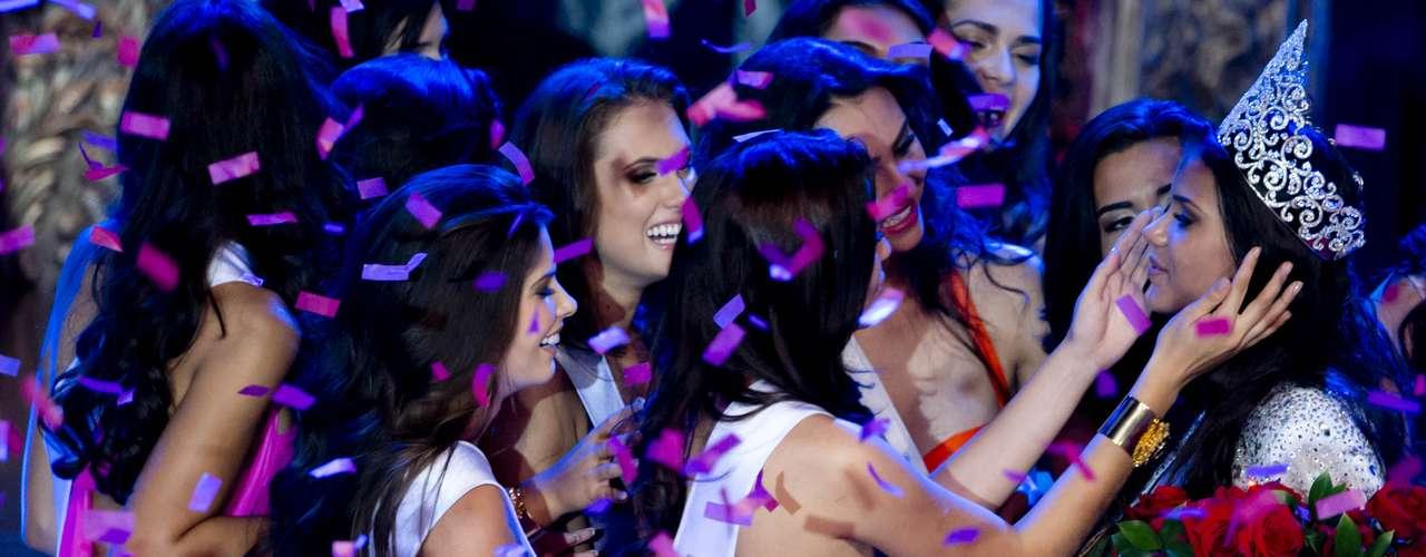 Jakelyne Oliveira, representante de Mato Grosso, foi eleita na noite deste sábado (28), a Miss Brasil 2013, no Minas Centro, em Belo Horizonte, Minas Gerais