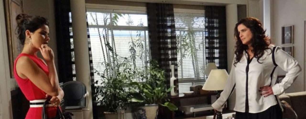 O plano de vingança de Aline (Vanessa Giácomo) e Mariah (Lúcia Veríssimo) contra César (Antonio Fagundes) está tendo sucesso. Com a tia de volta da longa viagem, a morena a visita para contar as últimas novidades.Eu já convenci o César a me dar uma casa no campo, isolada. Podemos passar para a segunda parte do plano, diz.Sem vizinhos. Para ninguém ouvir os gritos!, completa