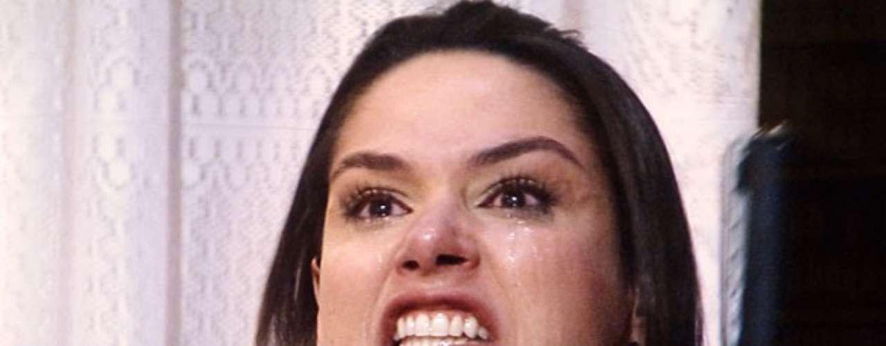 Depois de achar que viu Nicole (Marina Ruy Barbosa) na rua, Thales (Ricardo Tozzi) chega confuso em casa e se depara com Leila (Fernanda Machado), que chora ao ler o romance escrito pelo golpista. Isso porque o nome da história éNicole. Thales confirma que amava a ruiva e que, por isso, deu seu nome ao livro. Leila fica inconsolável e, se sentindo humilhada, a vilã deleta o texto inteiro. Ainda insatisfeita, ela joga o laptop pela janela
