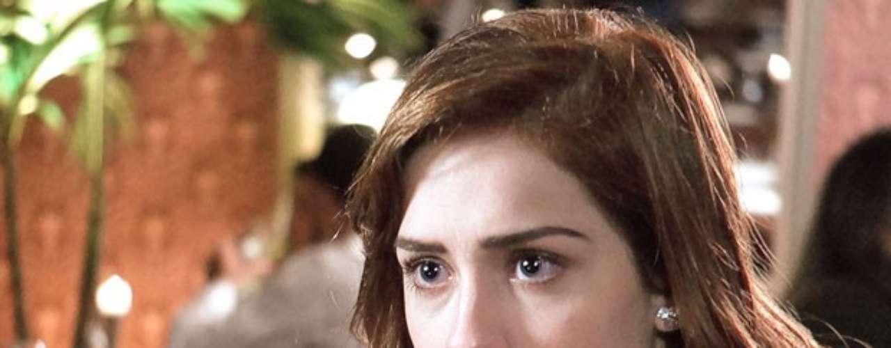 Natasha (Sophia Abrahão) descobre que é irmã de Nicole (Marina Ruy Barbosa), diz que não imaginava a história e se espanta quando Rogério (Daniel Rocha) conta que a mãe dela ainda está viva