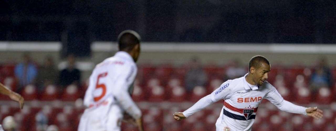 Ademílson teve boa atuação na vitória do São Paulo
