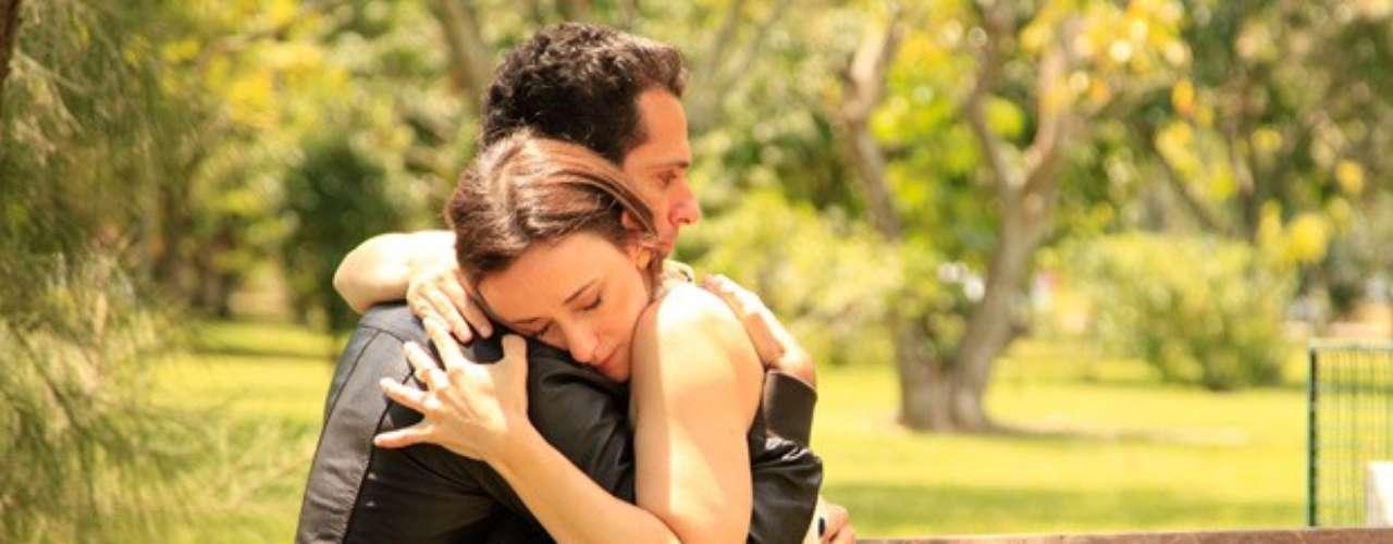 Em um momento romântico, Pérsio confessa que decidiu não voltar para a Palestina porque não quer ficar longe de Rebeca. Ele ainda conta que também quer tentar ser aceito pela família dela. Comovida, Rebeca pergunta se ele a ama tanto assim. \