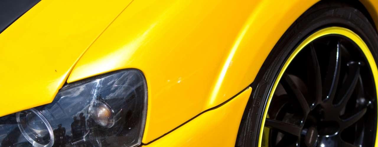 A alteração na suspensão é prática comum na personalização de carros