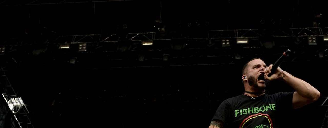 Considerada uma das bandas que será o futuro do heavy metal, Killswitch Engage, também conhecida como Killswitch (ou KSE), tocou no primeiro dia do festival Monsters of Rock, em São Paulo, neste sábado (19). O grupo se formou no final da década de 90 em Westfield, Estados Unidos
