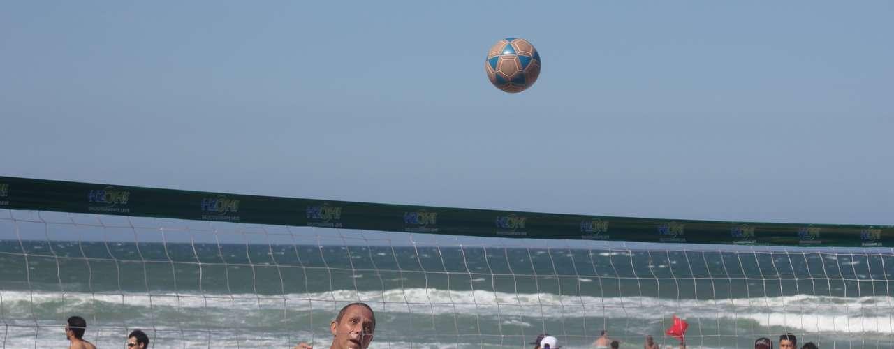 20 de outubro - O tempo seco com predomínio de sol lotou as praias de Santa Catarina