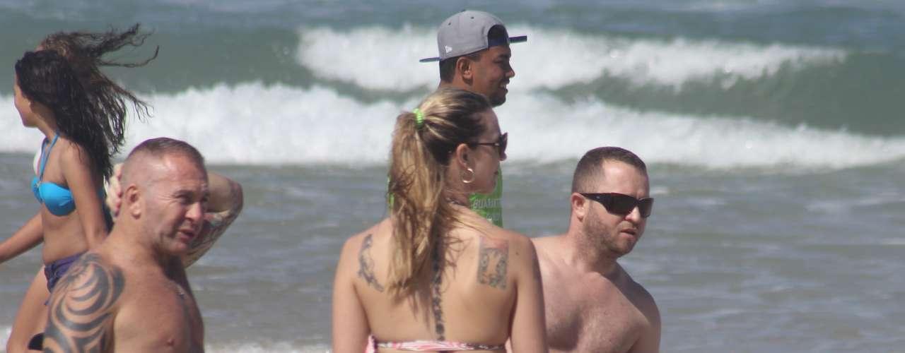20 de outubro - Sol e calor levaram banhistas às praias de Florianópolis