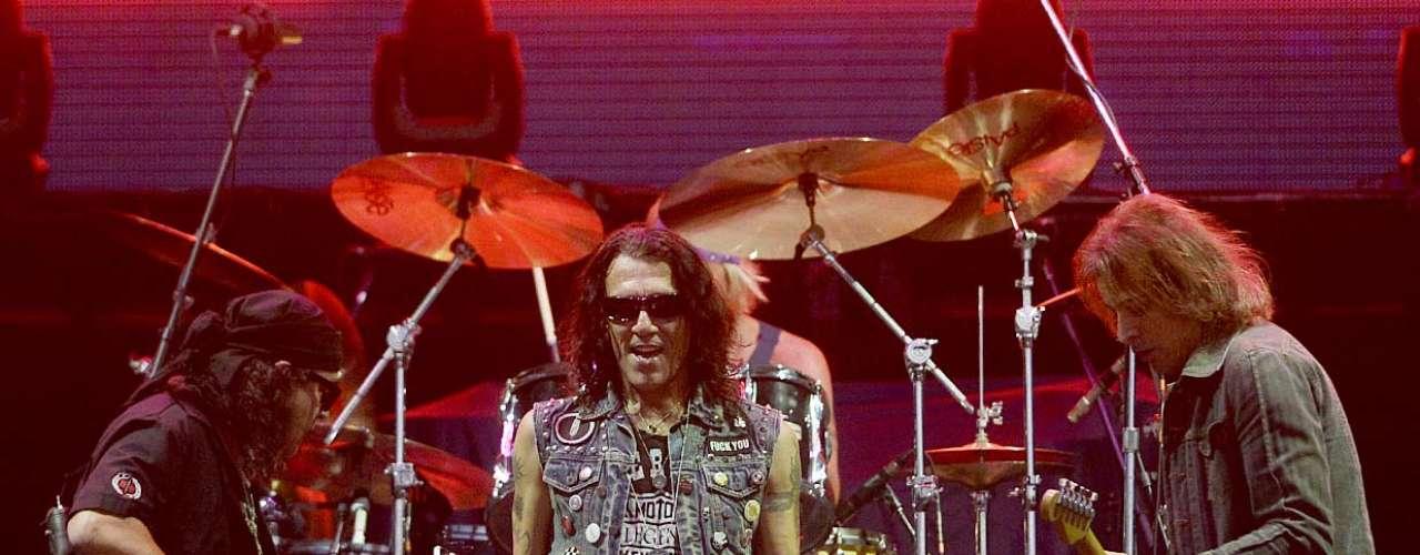 Ícone do hard rock americano, a banda Ratt passou quase em branco pelo palco montado na Arena Anhembi, em São Paulo, por um único detalhe: o público estava lá para ver Whitesnake e Aerosmith, headliners deste domingo (20), segundo dia do Monsters of Rock