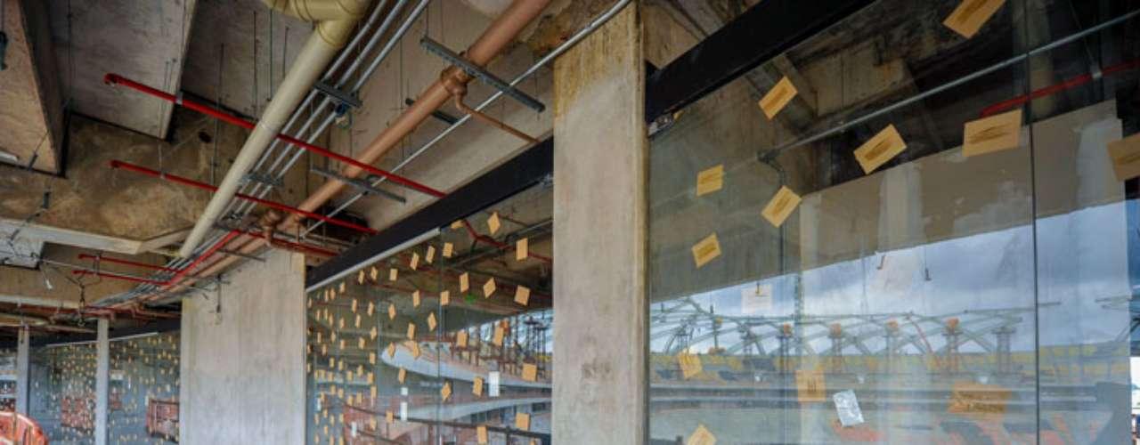 22 de outubro:Os trabalhos avançam também na instalação dos vidros e as paredes internas dos camarotes, que já começaram a receber os forros